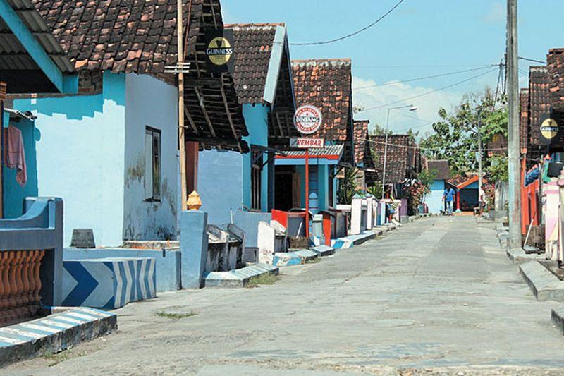 https: img.okezone.com content 2021 03 05 408 2373107 mengunjungi-kedungbanteng-mantan-tempat-pelacuran-terbesar-di-ponorogo-B9t7N6Ov2w.jpg