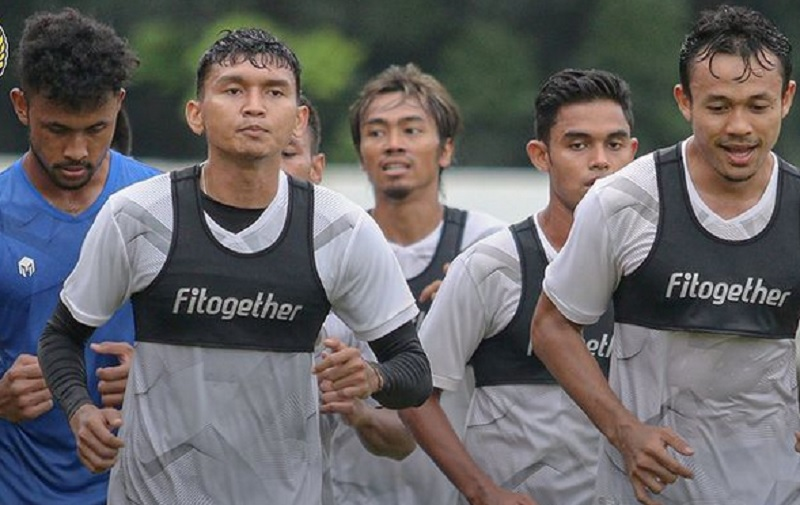 https: img.okezone.com content 2021 03 05 51 2373133 susunan-pemain-timnas-indonesia-u-23-vs-ps-tira-persikabo-adam-alis-starter-nurc1iRbiE.jpg