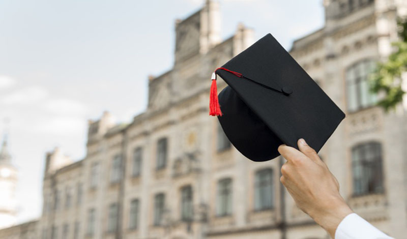 https: img.okezone.com content 2021 03 05 65 2373015 mahasiswa-internasional-lulusan-inggris-boleh-bekerja-lewat-jalur-lulusan-O3ZmAj5TUT.jpg