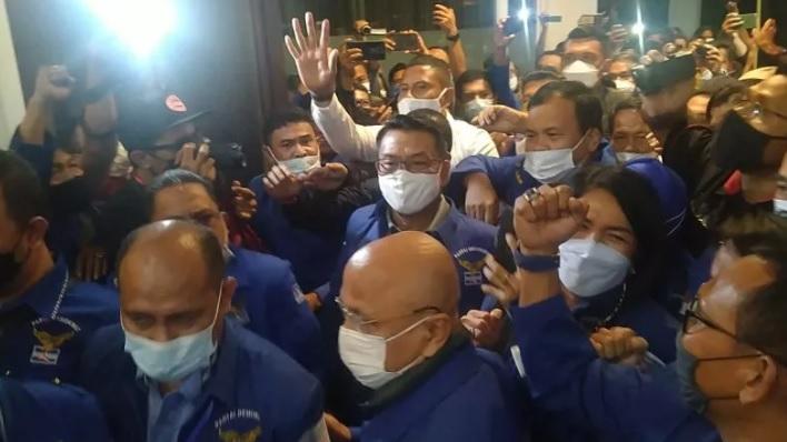 https: img.okezone.com content 2021 03 06 337 2373245 pertama-dalam-sejarah-indonesia-ada-pejabat-negara-kudeta-partai-politik-MOlYMuS3kB.jpg