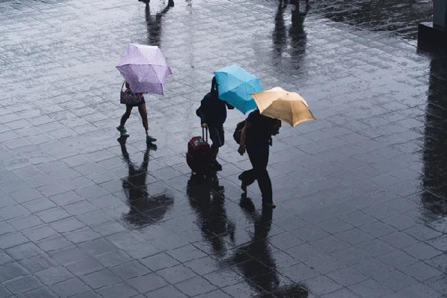 https: img.okezone.com content 2021 03 06 338 2373247 akhir-pekan-jakarta-berpotensi-diguyur-hujan-pagi-hingga-sore-7ErnnIl7aL.jpg