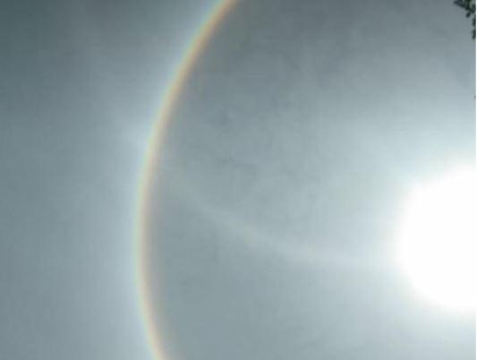 https: img.okezone.com content 2021 03 06 406 2373367 viral-matahari-bercincin-pelangi-gegerkan-warga-sulawesi-barat-kB4BSbv8y1.JPG