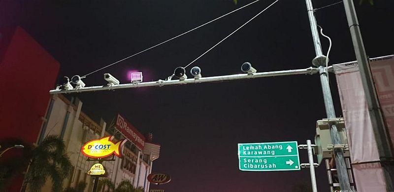 https: img.okezone.com content 2021 03 07 338 2373708 ada-10-kamera-tilang-elektronik-di-kabupaten-bekasi-GDAGe0EQ2Q.jpg