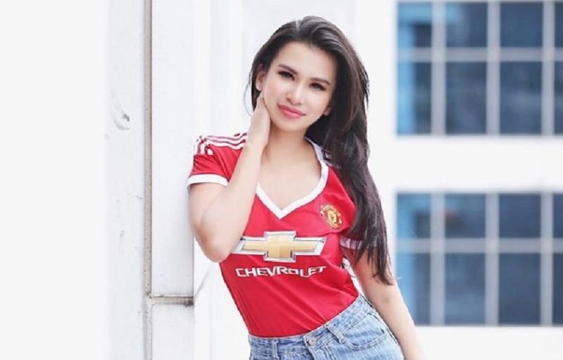 https: img.okezone.com content 2021 03 07 51 2373594 pakai-jersey-klub-kesayangan-cantik-mana-maria-vania-atau-fithri-syamsu-KPLlbr7rsR.jpg