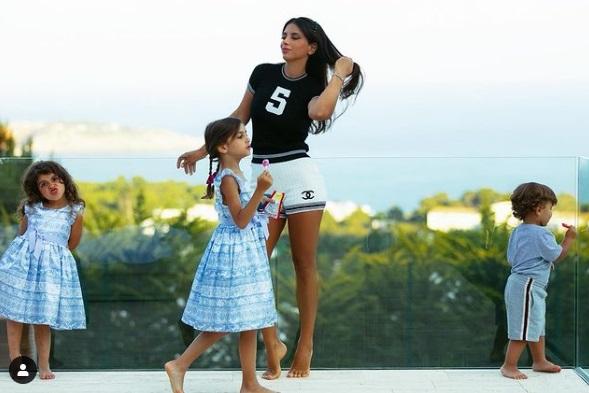 https: img.okezone.com content 2021 03 07 51 2373906 foto-foto-hot-daniella-semaan-ibu-5-anak-bak-abg-yBcgNimUd5.jpg