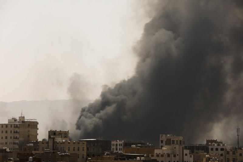 https: img.okezone.com content 2021 03 08 18 2374440 koalisi-pimpinan-saudi-lancarkan-serangan-udara-ke-ibu-kota-yaman-uZetKnLcV1.jpg