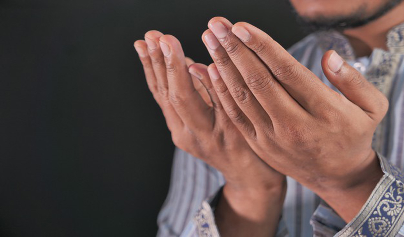 https: img.okezone.com content 2021 03 08 330 2374465 tidak-main-main-begini-doa-sesama-umat-muslim-yang-sangat-ampuh-oAEksxDd4v.jpg