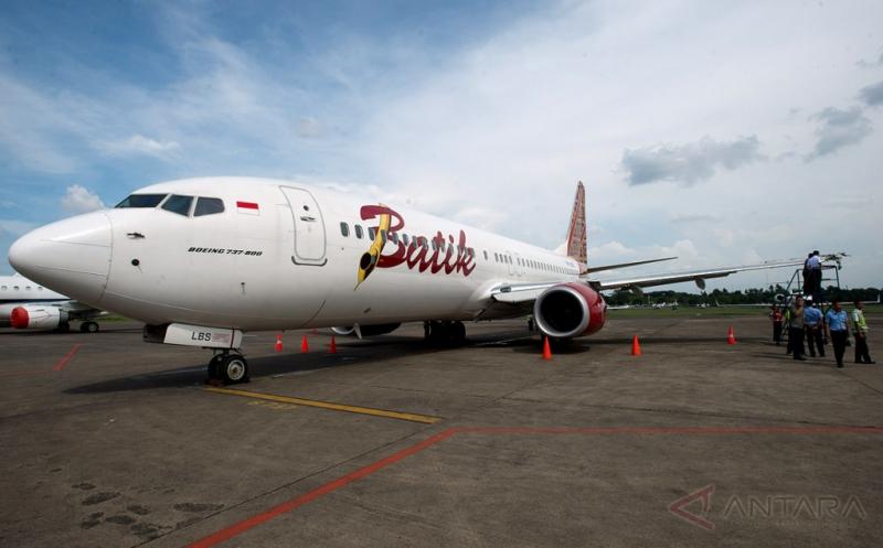 https: img.okezone.com content 2021 03 08 406 2374212 batik-air-rute-palu-jakarta-delay-karena-ada-garis-melengkung-di-kaca-kokpit-RERKFFuRCJ.jpg