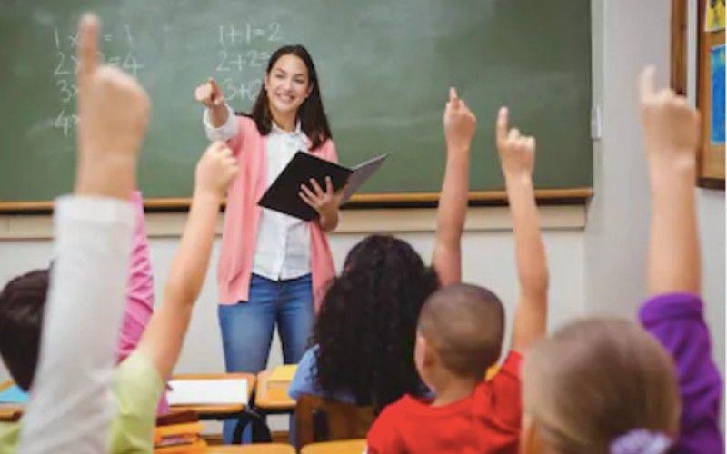 https: img.okezone.com content 2021 03 08 65 2374239 ada-lowongan-guru-untuk-sekolah-indonesia-di-luar-negeri-tertarik-ini-syaratnya-LDaNpou0Ms.jpg