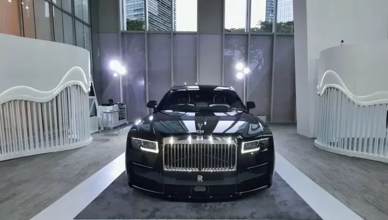 https: img.okezone.com content 2021 03 09 52 2374871 mobil-sultan-rolls-royce-new-ghost-sudah-bisa-dipesan-di-indonesia-l0yYAEjSZ4.jpg