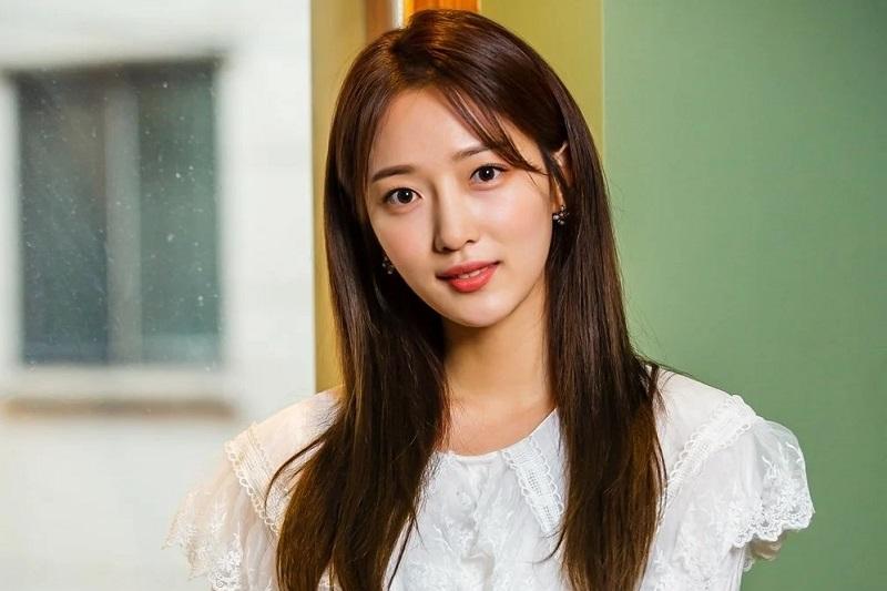 https: img.okezone.com content 2021 03 10 206 2375558 aktris-pyo-ye-jin-gantikan-naeun-april-dalam-taxi-driver-mMtATYLDn5.jpg