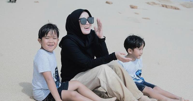 https: img.okezone.com content 2021 03 10 33 2375539 ririe-fairus-unggah-foto-liburan-netizen-bidadari-surga-Rcg3pnXEqx.jpg