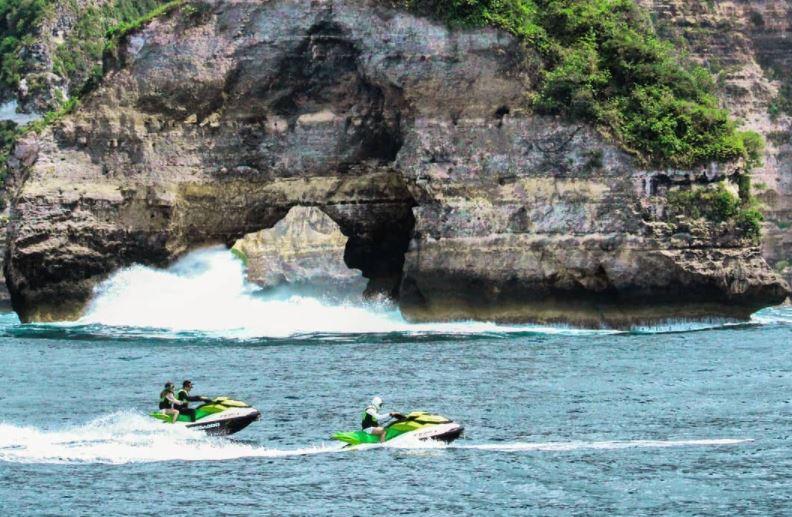 https: img.okezone.com content 2021 03 10 406 2375238 punya-pantai-eksotis-pariaman-didorong-kembangkan-wisata-jet-ski-ymtW1CRzAT.JPG