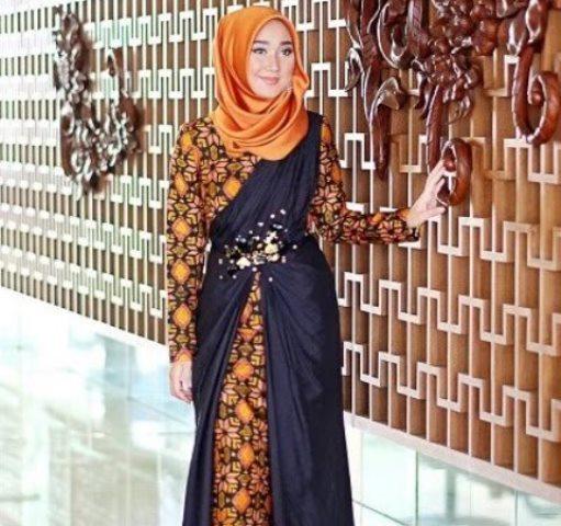 https: img.okezone.com content 2021 03 11 194 2376071 4-model-gaun-pesta-batik-dijamin-tampil-klasik-dan-anggun-AEp8rmJ0Sz.jpeg