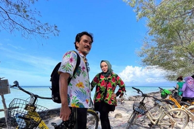 https: img.okezone.com content 2021 03 11 33 2375995 hot-gosip-teddy-syach-dan-rina-gunawan-pisah-ranjang-hingga-juri-indonesian-idol-bersuara-terjelek-versi-bcl-NHQ8VQPsJs.jpg