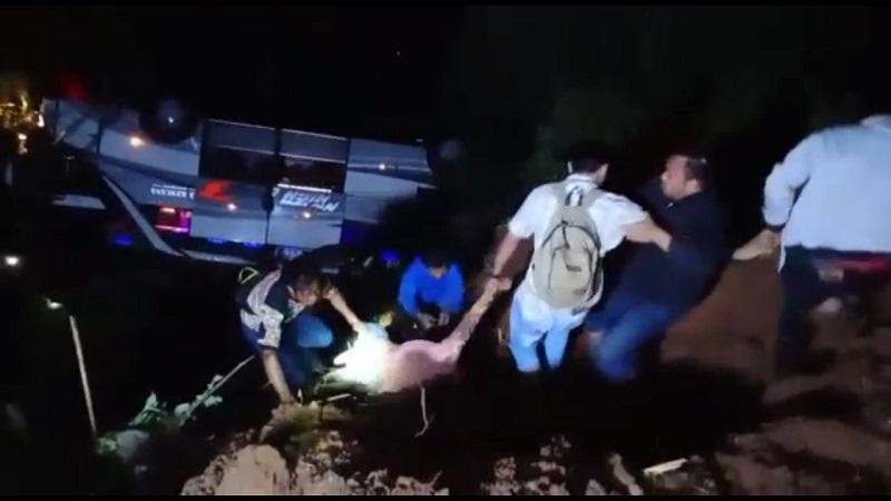 https: img.okezone.com content 2021 03 11 525 2376156 kisah-wanita-korban-kecelakaan-maut-di-sumedang-lepaskan-pakaian-saat-selamatkan-diri-WBZODEMPly.jpg