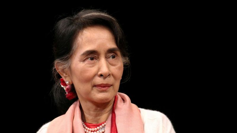 https: img.okezone.com content 2021 03 12 18 2376380 militer-myanmar-tuduh-suu-kyi-terima-suap-rp8-6-miliar-dan-emas-senilai-rp9-miliar-WIOGlXNnSa.jpg