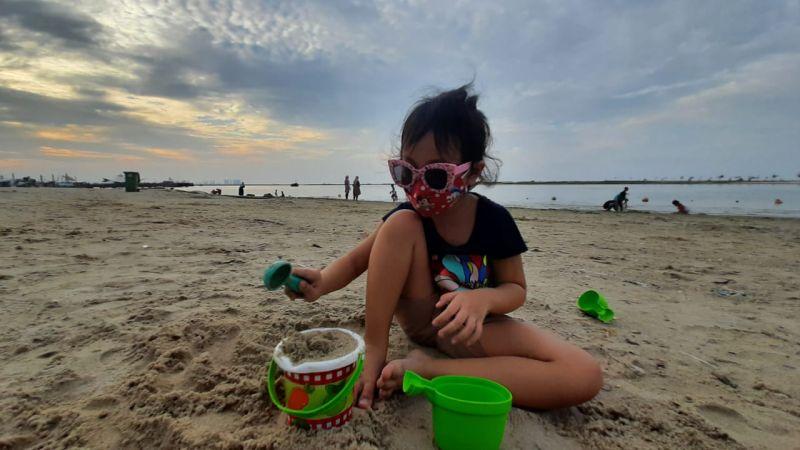 https: img.okezone.com content 2021 03 12 408 2376578 menanti-senja-di-pantai-ancol-syahdu-banget-78hTjMGjhj.jpg