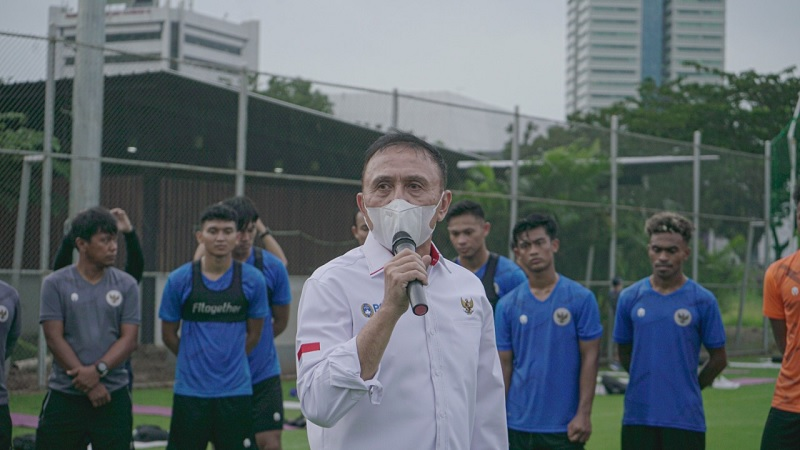 https: img.okezone.com content 2021 03 12 51 2376897 timnas-indonesia-lanjutkan-kualifikasi-piala-dunia-2022-di-uea-pssi-hormati-keputusan-afc-Z1i8pirYg7.jpg