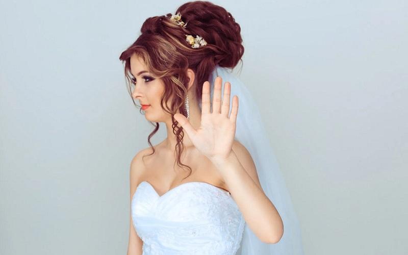https: img.okezone.com content 2021 03 12 612 2376798 ogah-pinjamkan-halaman-rumah-pengantin-ini-tidak-undang-sang-ayah-ke-pernikahan-wgcafB6EwR.jpg