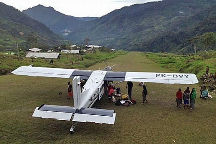 https: img.okezone.com content 2021 03 13 340 2377091 kkb-sandera-pilot-susi-air-dan-3-penumpang-di-puncak-papua-NoDWEY1M1A.jpg