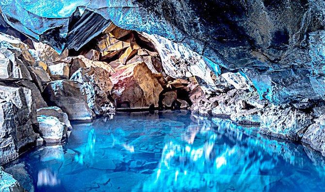 https: img.okezone.com content 2021 03 13 408 2377152 keren-banget-dalam-gua-ini-ada-danau-bawah-tanah-airnya-sebening-kaca-DpIghk7qWV.jpg