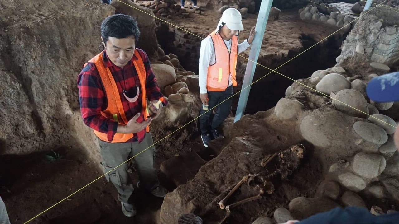 https: img.okezone.com content 2021 03 13 519 2376983 ekskavasi-situs-peninggalan-majapahit-arkeolog-justru-temukan-kerangka-manusia-1C2H2mCiuM.jpg