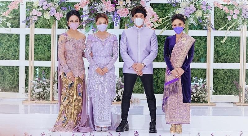 https: img.okezone.com content 2021 03 14 33 2377430 wejangan-yuni-shara-untuk-aurel-hermansyah-dan-atta-halilintar-jelang-pernikahan-Rd34rjn7Wc.jpg