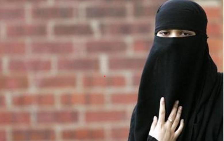 https: img.okezone.com content 2021 03 15 18 2377740 sri-lanka-akan-larang-burqa-secara-permanen-GlWKS0huRk.jpg