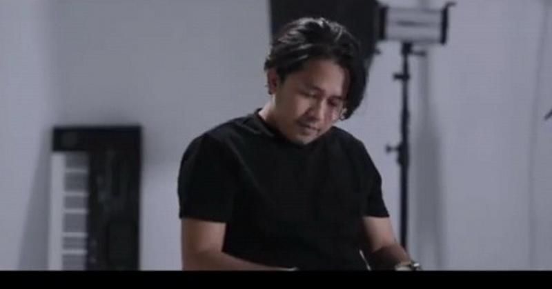 https: img.okezone.com content 2021 03 15 205 2377851 ayus-sabyan-curhat-di-lagu-sapu-jagat-itnPdHP4lY.jpg