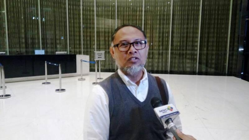 https: img.okezone.com content 2021 03 15 337 2377706 bambang-widjojanto-diminta-tidak-menyerang-jokowi-terkait-konflik-demokrat-upYrY0ipIk.jpg