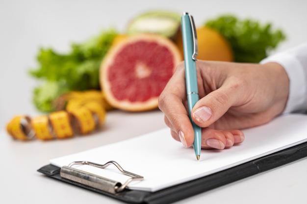 https: img.okezone.com content 2021 03 15 481 2378128 catat-diet-sangat-rendah-kalori-harus-diawasi-ahli-36VLvD9QWt.jpg