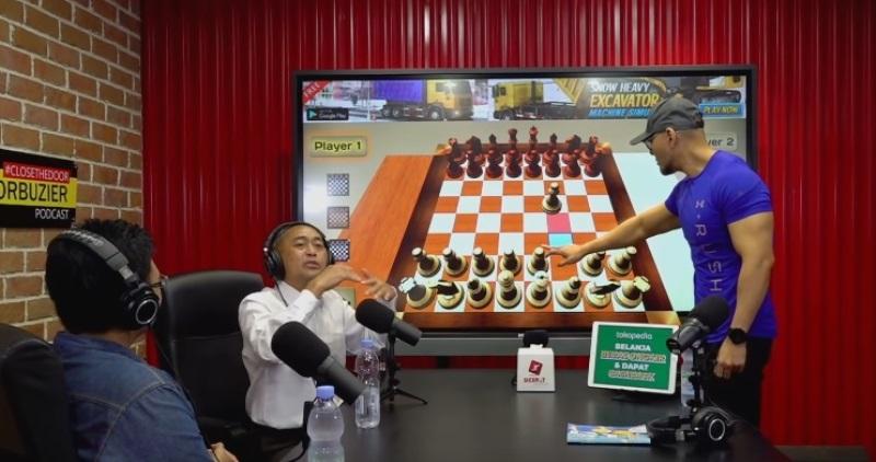 https: img.okezone.com content 2021 03 16 33 2378634 deddy-corbuzier-siap-undang-grandmaster-catur-asli-ke-podcast-grtTGY3zVx.jpg