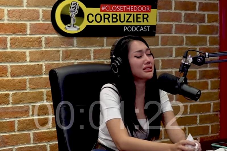 https: img.okezone.com content 2021 03 16 33 2378668 menangis-di-podcast-deddy-lucinta-luna-aku-udah-enggak-bisa-percaya-sama-orang-Yf3esEkW18.jpg