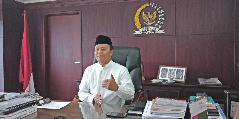 https: img.okezone.com content 2021 03 16 337 2378681 bantah-pernyataan-tengku-zul-hnw-mpr-tak-mengamandemen-presiden-jabat-tiga-periode-svjxSb78MX.jpg