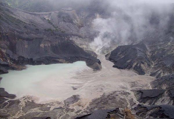 https: img.okezone.com content 2021 03 16 406 2378483 makhluk-misterius-di-gunung-tangkuban-parahu-uA7LlFDM7y.jpeg