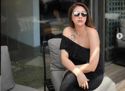 https: img.okezone.com content 2021 03 16 51 2378680 kenakan-bikini-di-usia-45-tahun-daniella-semaaan-tak-kalah-seksi-ketimbang-celine-evangelista-xHDToy8qWG.jpg