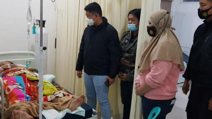 https: img.okezone.com content 2021 03 16 519 2378936 begini-kondisi-polisi-yang-terluka-akibat-ledakan-bom-4HMVgHCCSh.jpg