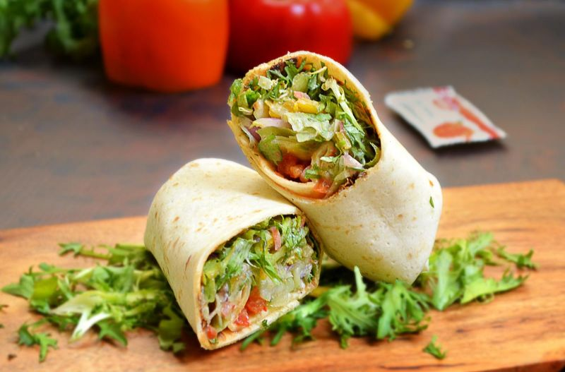 https: img.okezone.com content 2021 03 17 301 2379354 yuk-buat-salad-wrap-biar-badan-bagus-kayak-maria-vania-OliyrJzSeN.jpg