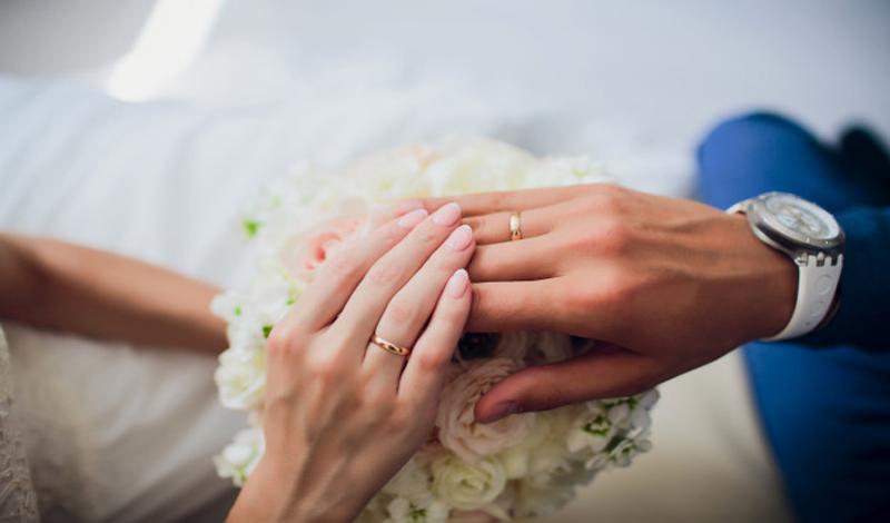 https: img.okezone.com content 2021 03 17 330 2379499 jumlah-menikah-muda-meningkat-bagaimana-pandangan-dalam-islam-YtYzsoFrNn.jpg