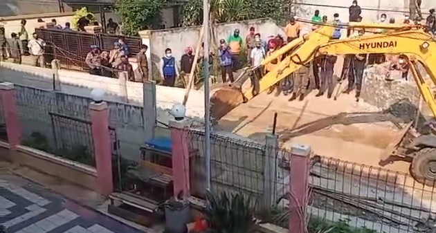 https: img.okezone.com content 2021 03 17 338 2379193 tembok-beton-haji-ruli-roboh-warga-alhamdulillah-bisa-mengaji-kembali-sUWQtYOHqw.jpg
