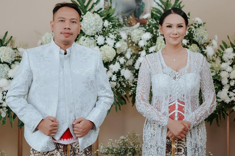 https: img.okezone.com content 2021 03 18 33 2379954 vicky-prasetyo-akui-baru-menikah-siri-dengan-kalina-oktarani-6hES2Ma3Bg.jpg