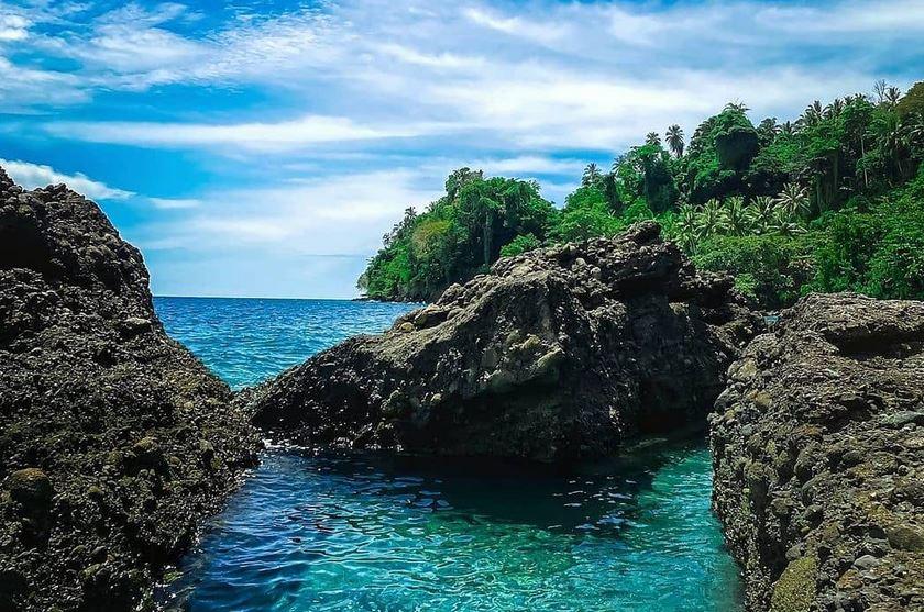 https: img.okezone.com content 2021 03 18 406 2379840 garis-pantai-luas-wisata-bahari-jadi-destinasi-unggulan-donggala-OHo6MjAN4n.JPG