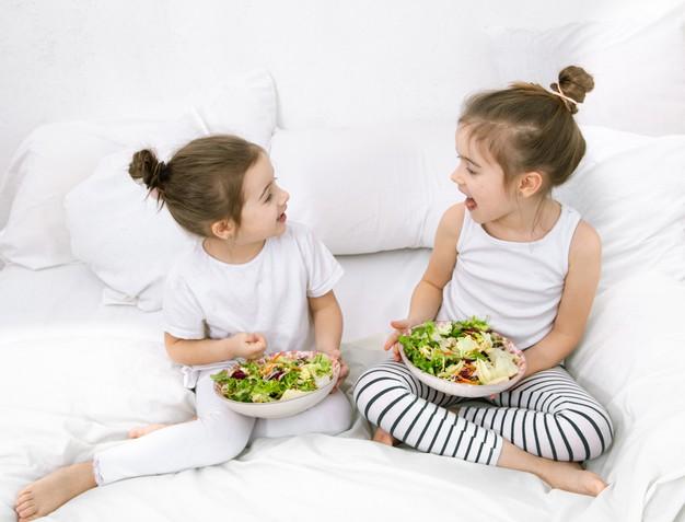 https: img.okezone.com content 2021 03 18 481 2379857 supaya-anak-tumbuh-sehat-terapkan-aturan-makan-dan-tidur-ini-4YrCbjEcfI.jpg