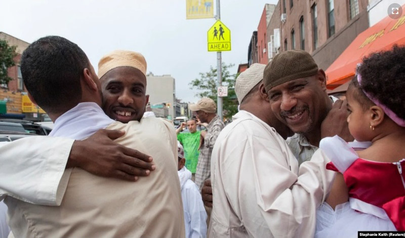 https: img.okezone.com content 2021 03 18 614 2379907 menilik-islam-milati-masjid-di-new-york-yang-memberantas-kecanduan-alkohol-nDzA6z6J8w.jpg