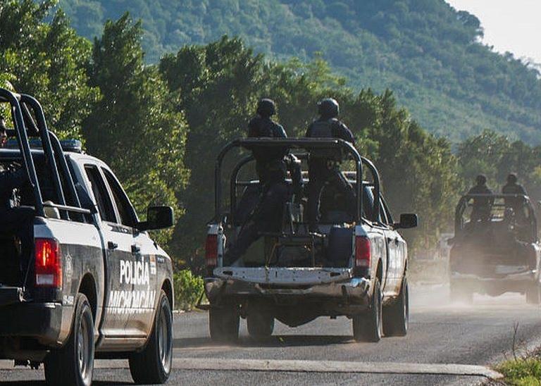 https: img.okezone.com content 2021 03 19 18 2380514 pria-bersenjata-bunuh-13-polisi-yang-sedang-konvoi-nVpI94Fncw.jpg