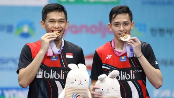 https: img.okezone.com content 2021 03 19 40 2380934 kasus-all-england-2021-fajar-alfian-minta-netizen-indonesia-stop-bullying-atlet-luar-negeri-J754e0Bf9u.jpg