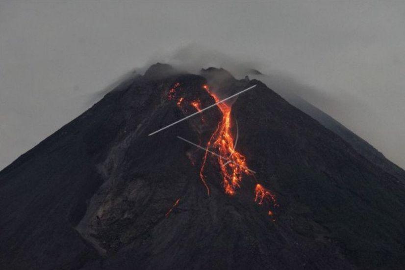 https: img.okezone.com content 2021 03 19 510 2380360 gunung-merapi-20-kali-muntahkan-lava-pijar-i4xeaily79.jpg