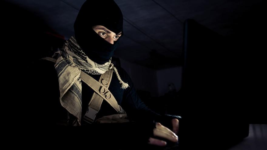 https: img.okezone.com content 2021 03 19 608 2380769 densus-88-bawa-alat-latih-pisau-dan-panah-dari-terduga-teroris-sumut-O7jXgrUzkZ.jpg