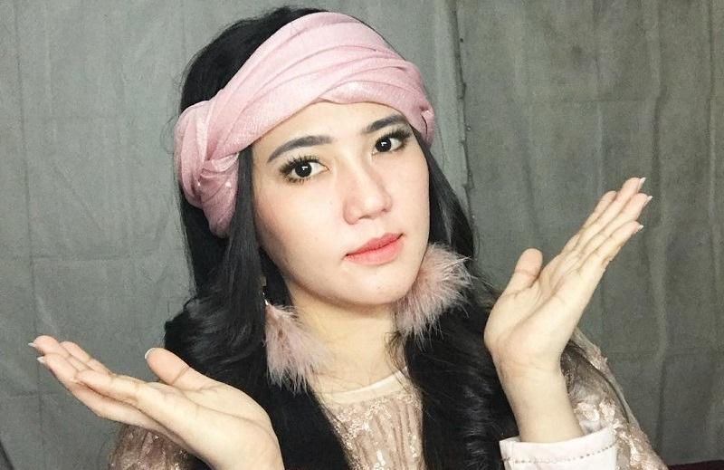 https: img.okezone.com content 2021 03 19 611 2380667 cantiknya-via-vallen-dengan-gaya-makeup-ala-korea-aUVkYfKrss.jpg